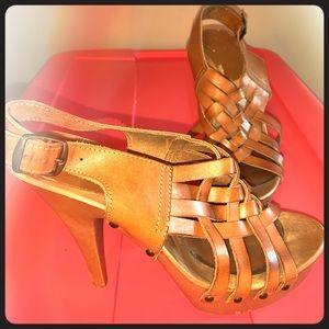 Tan sandal platform